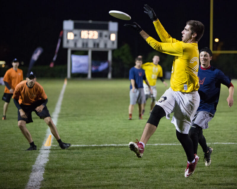 Central Florida gets into the endzone against Carleton in the semifinals of the D-I College Championships.
