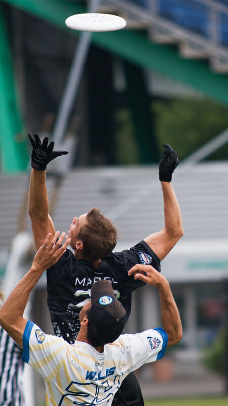 New York Empire's Jack Marsh goes up for a disc against the New Jersey Hammerheads.