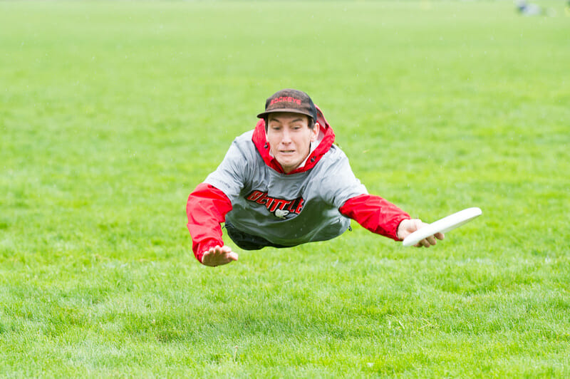 A Sockeye player goes fully horizontal for a catch at Northwest Regionals