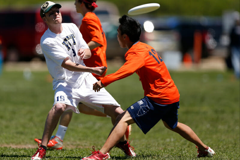 Isaac Saul throws a flick at the 2013 College Championships.