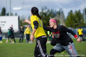 Sophie Darch throws the disc in Oregon's loss to Ohio State at the 2014 Northwest Challenge.