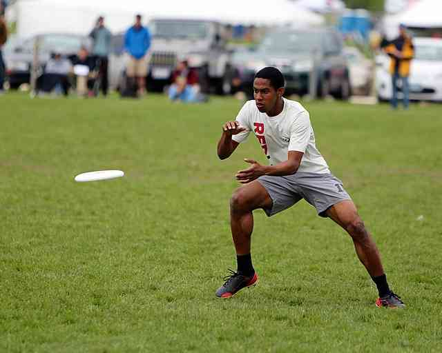 Harvard's Jeremy Nixon awaits the disc at the 2013 College Championships.