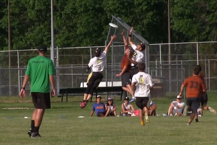 Texas' Mitchell Bennett makes the game winning catch against Central Florida at the 2014 College Championships.