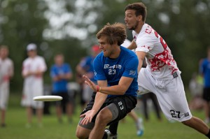 Johnny Bravo's Jimmy Mickle catches the disc at the 2014 US Open.