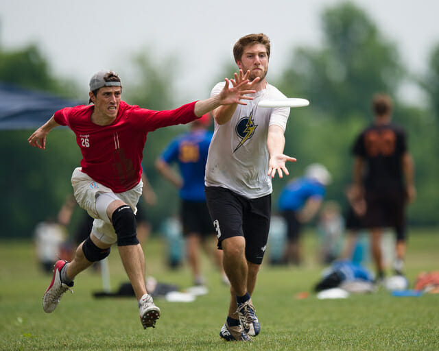 Chain Lightning's Andrew Hollingworth and Machine's Kevin Kelly battle for the disc at the 2014 Chesapeake Invite.