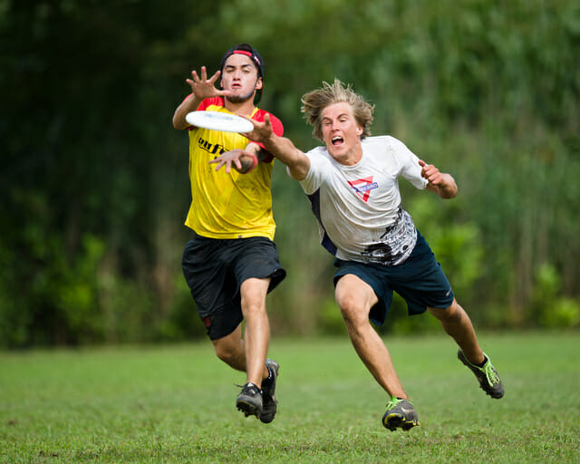 A Euforia player looks to beat his defender to the disc.