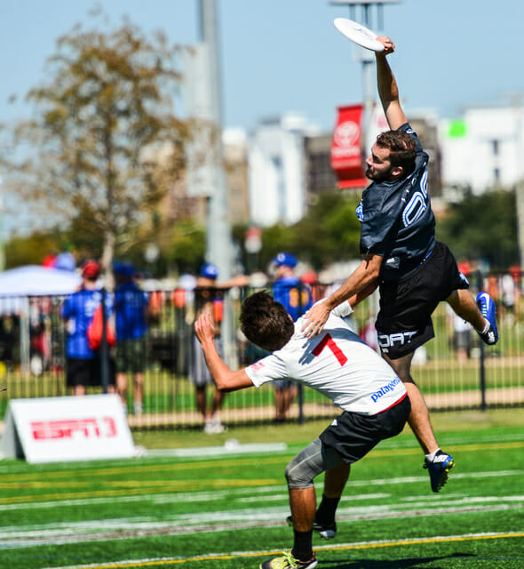 Mark Lloyd gets the big sky against Revolver at 2014 National Championships