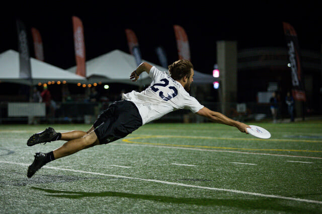 Jimmy Mickle lays out for the disc at 2014 Nationals