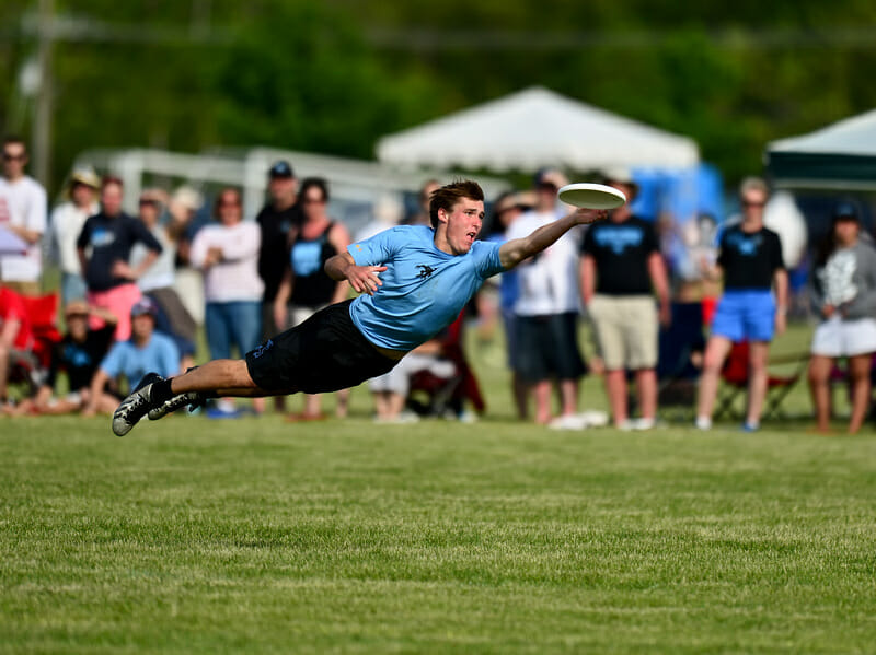 A Wisconsin Hodag lays out for the disc at the 2014 College Championships.