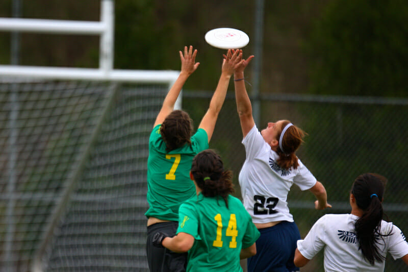 Oregon and UBC battle for a catch at Northwest Challenge.