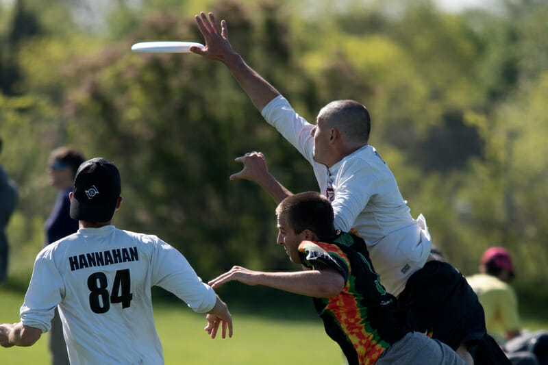 Jeff Babbitt goes over the top for the block. Photo: Jolie Lang -- UltiPhotos.com