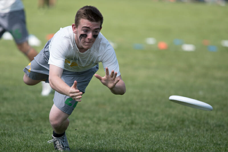 Oregon lays out for the disc at 2015 Nationals.