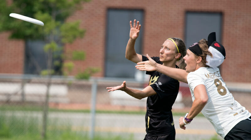 Riot's Charlie Mercer goes for the block against Traffic's Terri Whitehead.. Photo: Jolie Lang -- UltiPhotos.com