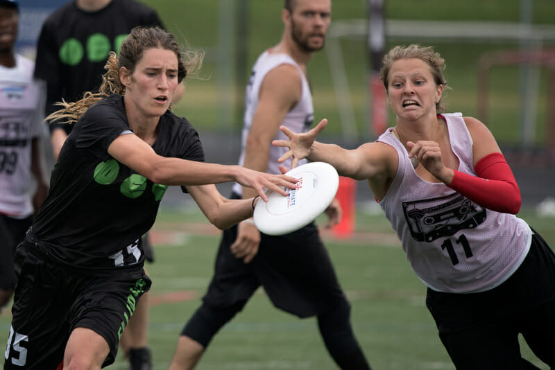Ellipsis' Cat Phillips makes the catch against Seattle Mixtape's Roberta Abbott in the 2015 US Open final. Photo: Jolie Lang -- UltiPhotos.com