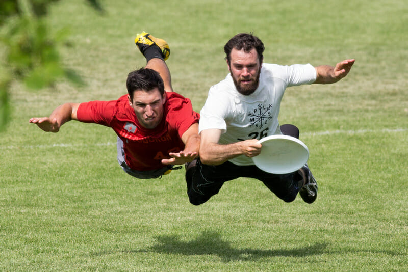 Grant Lindsley lays out for Sub Zero at the 2015 Pro-Elite Challenge. Photo:  Paul Rutherford -- UltiPhotos.com