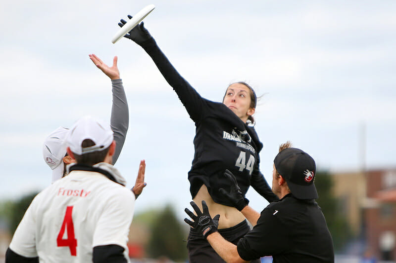 Sarah Meckstroth (Drag'N Thrust #44) gets up over a crowd for the catch. Photo: Alex Fraser -- UltiPhotos.com