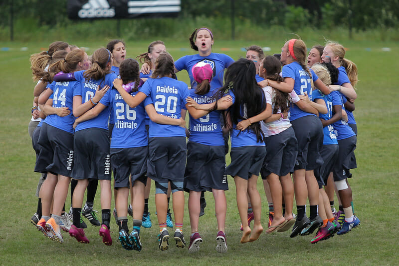 Paideia School huddling up before finals at the USA Ultimate 2015 Southern High School Regional Championships. Photo: Christina Schmidt -- UltiPhotos.com