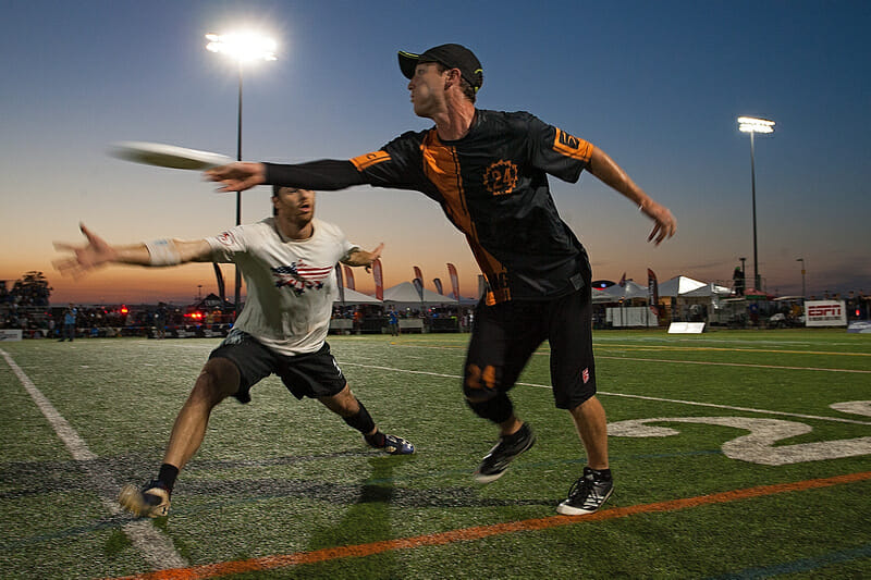 Noah Saul and George Stubbs in the semifinals of 2014 Club National Championships. Photo: Alex Fraser -- UltiPhotos.com