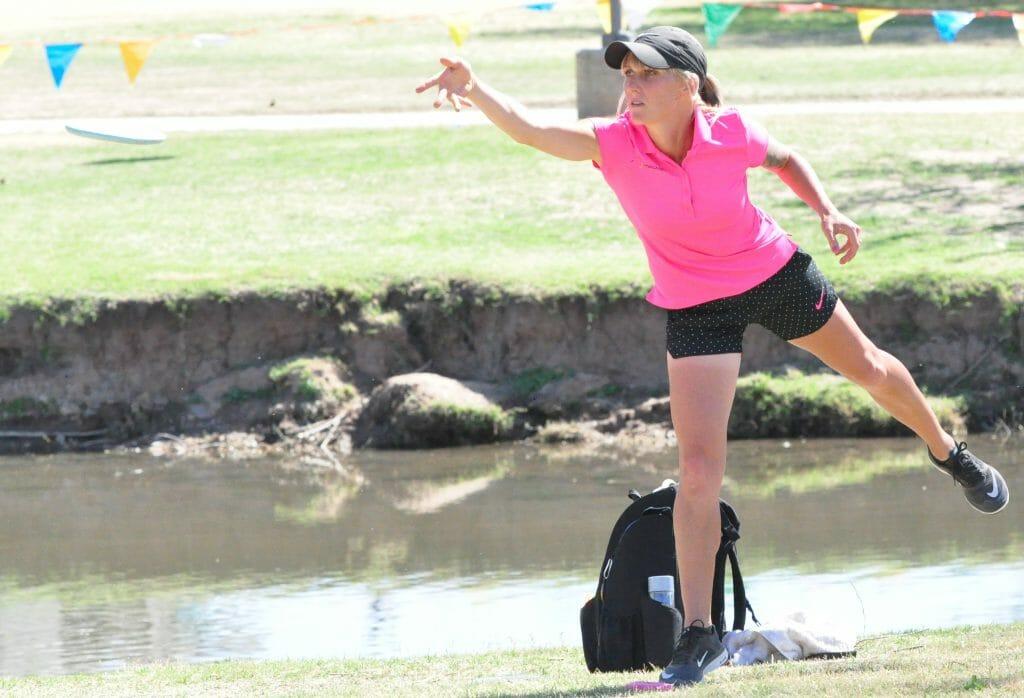 Catrina Allen putts at the 2016 Memorial Championship. Photo: PDGA.