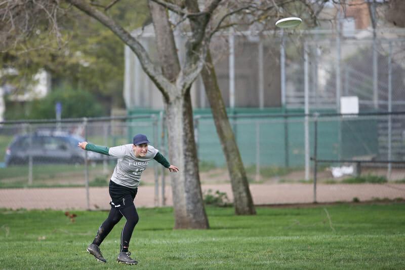 Ella Hanson pulls for Oregon Fugue. Photo: Rodney Chen -- UltiPhotos.com