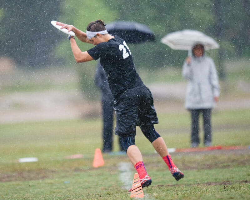 Dartmouth's Jaclyn Verzuh toes the line in a quarterfinal against Virginia. Photo: Kevin Leclaire -- UltiPhotos.com