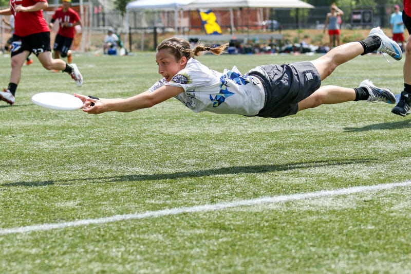 Michigan's Callahan finalist, Hannah Henkin, makes the layout grab. Photo: Paul Rutherford -- UltiPhotos.com