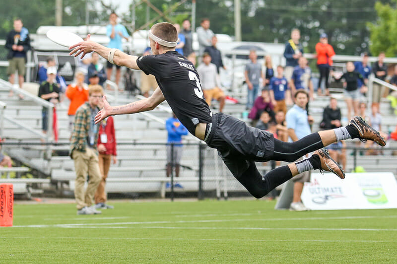 Pat Earles lays out for the grab in the quarterfinals against Wisconsin. Photo: Paul Rutherford -- UltiPhotos.com