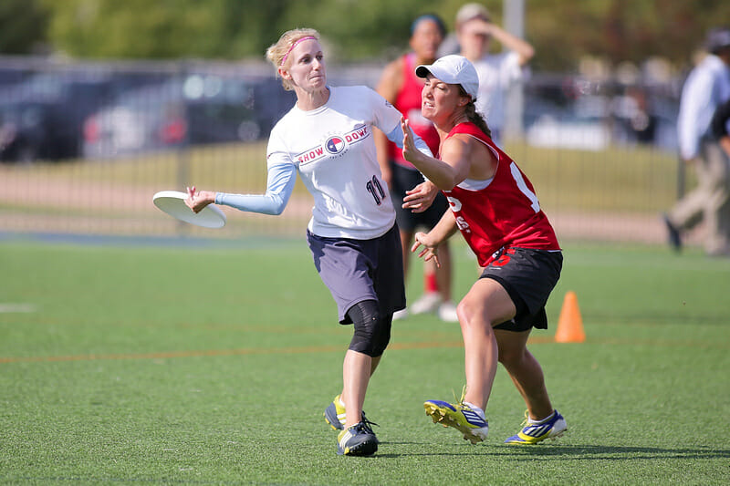 Katey Forth competing with showdown at the 2015 Club Championships. Photo: Alex Fraser -- UltiPhotos.com