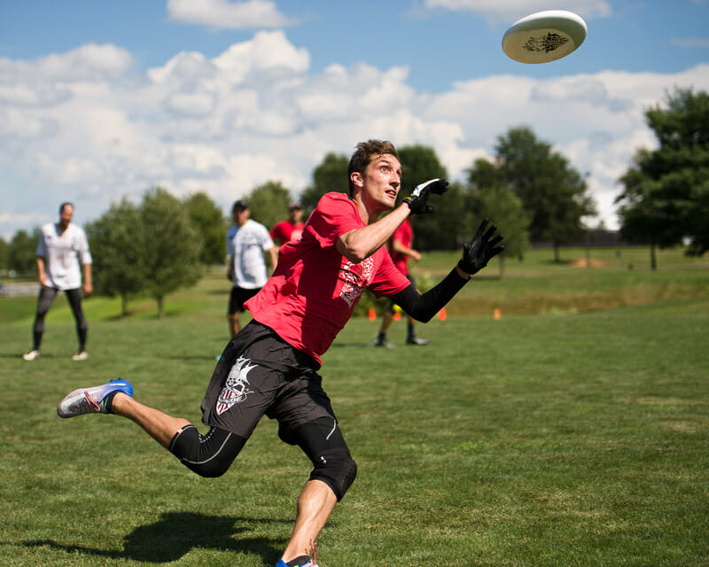 Ironside's Kurt Gibson catches the tournament winning score at the Chesapeake Open. Photo: Kevin Leclaire -- UltiPhotos.com