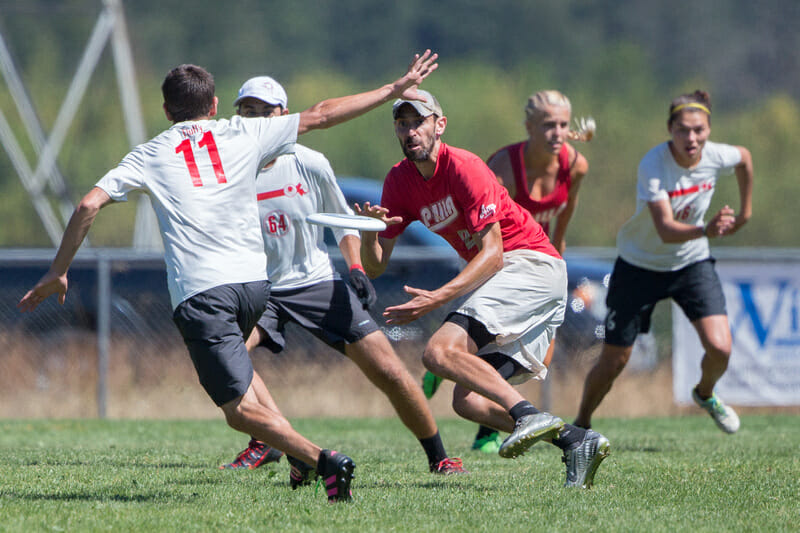 AMP v. Slow White in the Pro Flight Finale's finale. Photo: Rodney Chen -- UltiPhotos.com