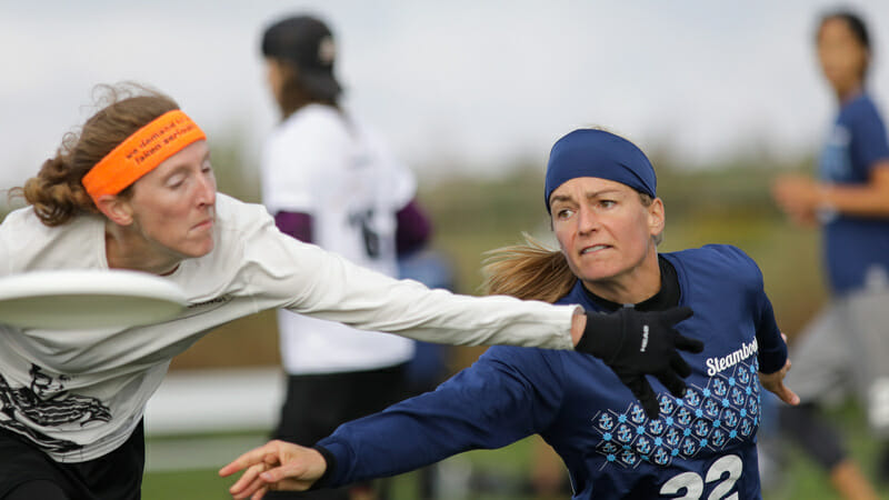 Brittany Winner (Steamboat #22) makes a throw during Pool Play at the USA Ultimate Club National Championships. Photo: Christina Schmidt -- UltiPhotos.com