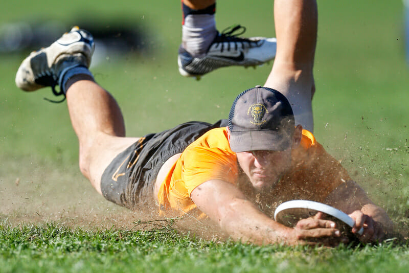 Dig's Jeff Babbitt lays out in the game-to-go. Photo: Paul Rutherford -- UltiPhotos.com