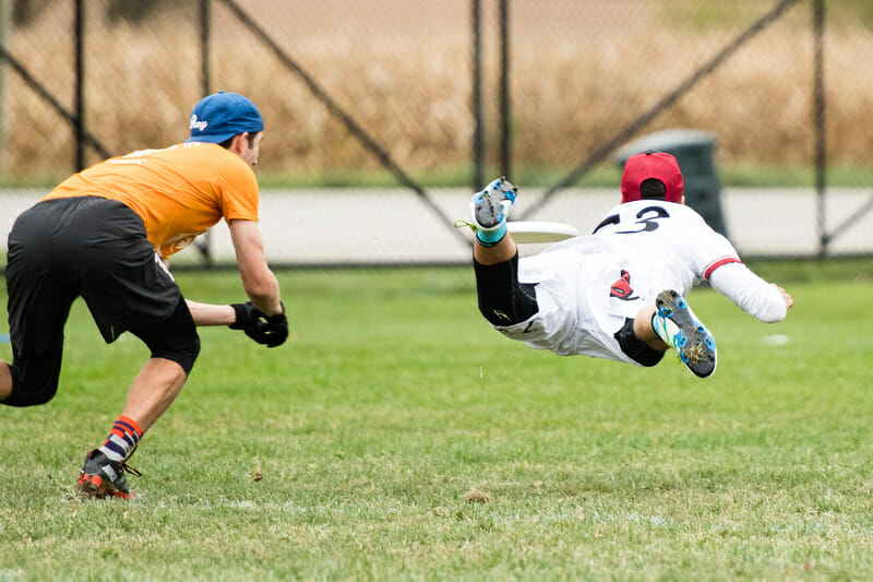 Ben Burelle (Furious George #73) with a big layout D against PoNY.  Photo: Jeff Bell -- UltiPhotos.com