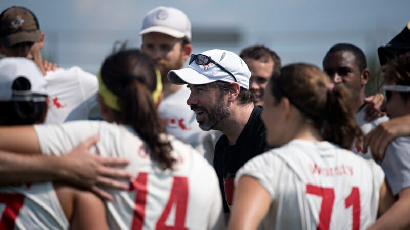 Slow White's Marshall Goff addresses his team. Photo: Jolie J Lang -- UltiPhotos.com