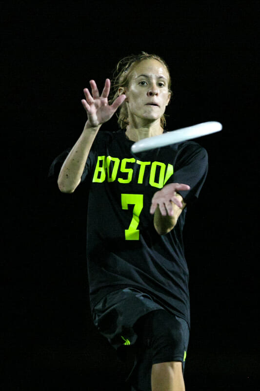 Brute Squad's Kami Groom makes a catch during the 2015 All Star Ultimate Tour.