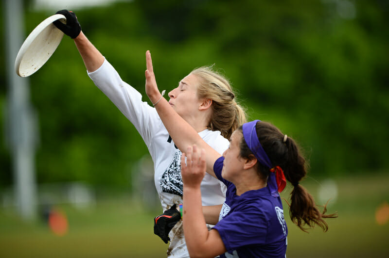 Truman State and Amherst at the 2016 DIII College Championships. Photo: Sean Carpenter -- UltiPhotos.com