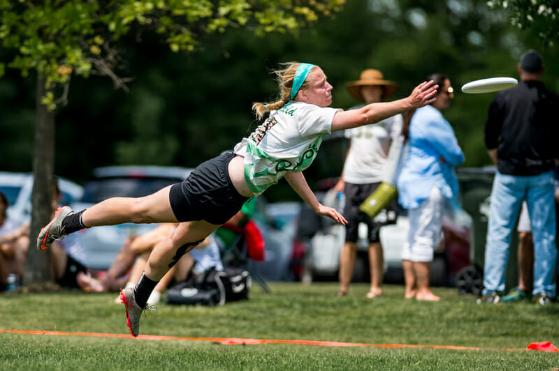 Notre Dame's Julia Butterfield gets huge to try to make the catch at the 2017 D-I College Championships.