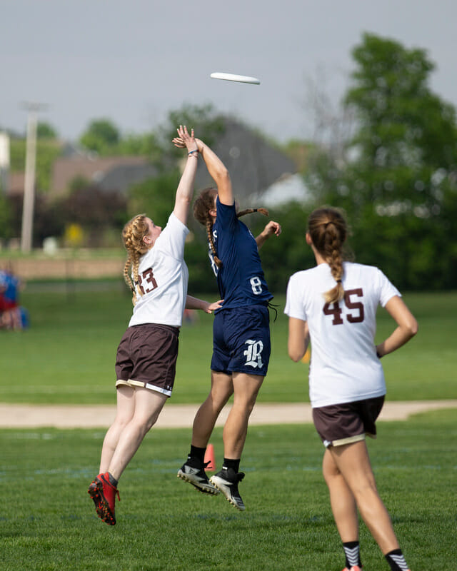 Lehigh's Madison Cannon goes up for a disc at the 2018 D-III College Championships.