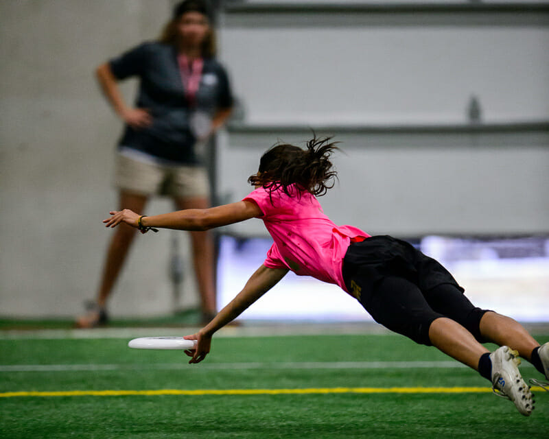 Revolution's Laura Ospina makes a highlight reel layout catch in the semifinals of WUCC 2018.