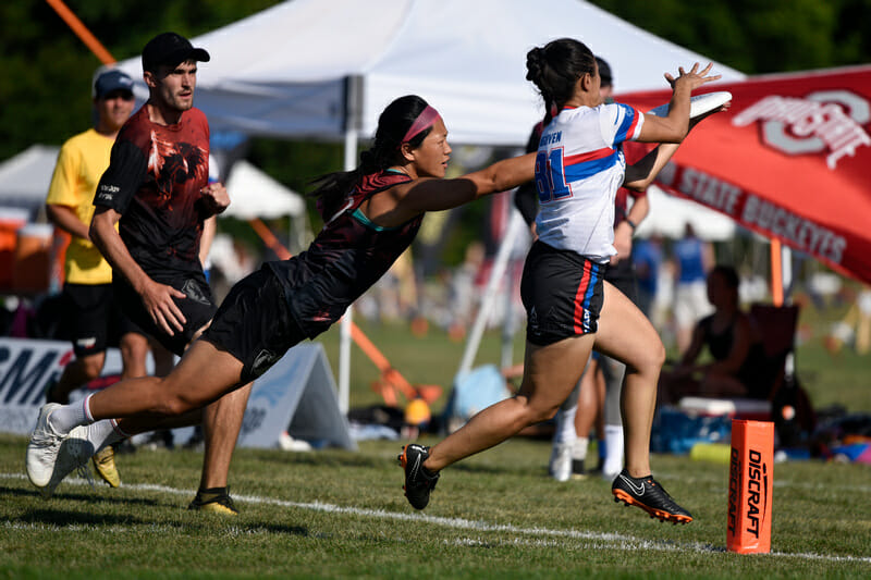 Mixtape (USA) and Black Eagles (GBR) clash at WUCC 2018.