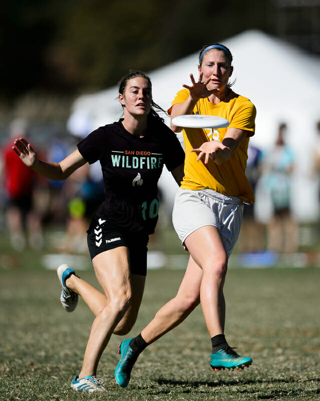 Fury's Lisa Couper against Wildfire at the 2018 Club National Championships.