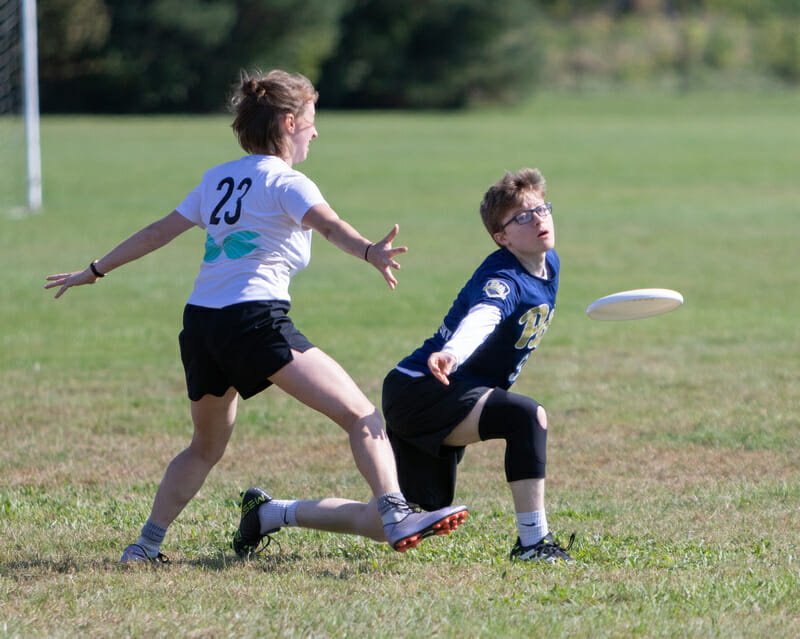 Pittsburgh's Miranda Kosowsky throws a backhand at fall tournament, Force Freedom 2018.