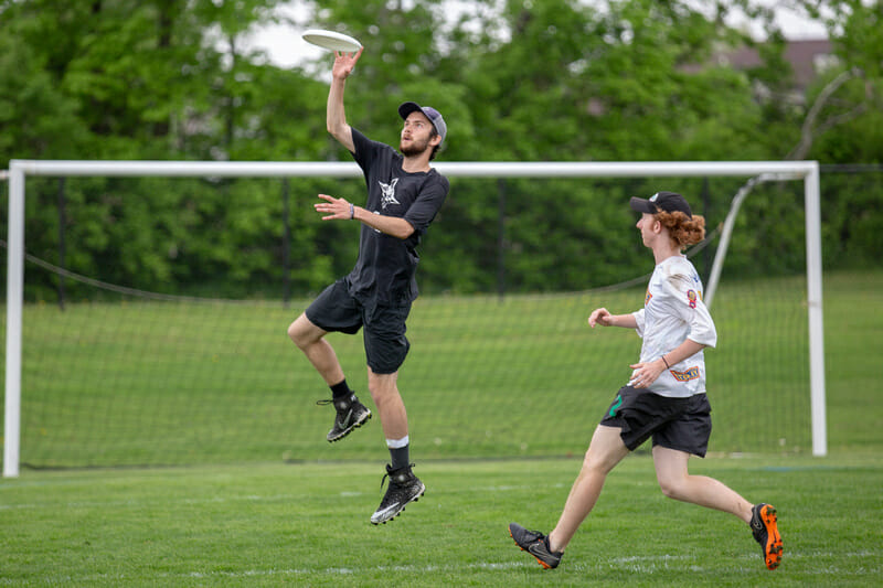 Bowdoin's Conor Belfield makes a catch at D-III Nationals 2019.
