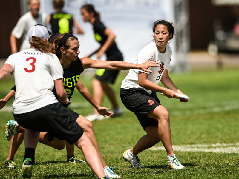 Seattle Riot works to complete a reset against Boston Brute Squad at the 2014 US Open. Photo: Brian Canniff -- UltiPhotos.com