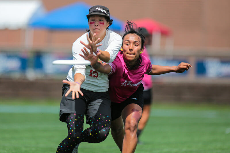 Revolution's Ximena Montaña and Riot's Bailey Zahniser fight for the disc at the 2019 US Open. Photo: Alex Fraser -- UltiPhotos.com