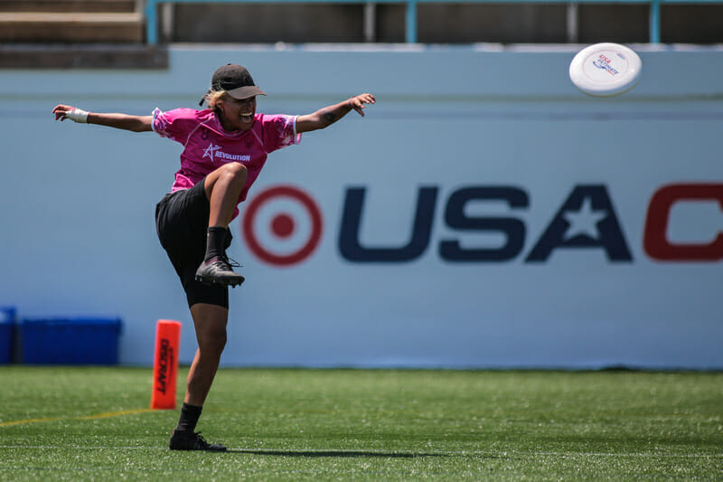 Manuela Cardenas has nailed the kick spike at the 2019 US Open. Photo: Alex Fraser -- UltiPhotos.com