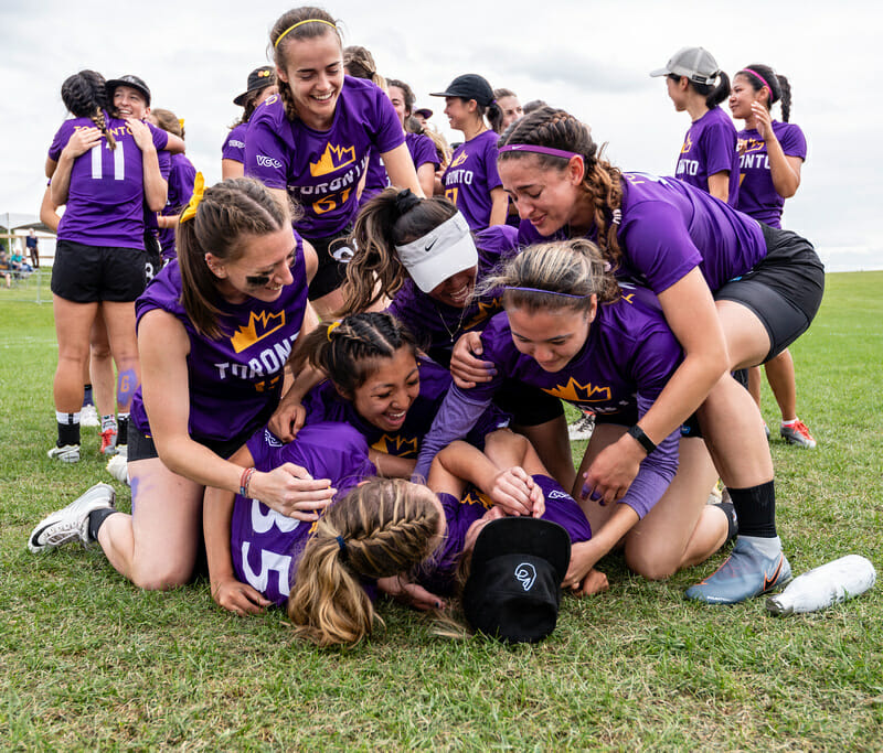 Toronto 6ixers celebrate their national title at the 2019 Canadian Ultimate Championships. Photo: Jeff Bell -- UltiPhotos.com