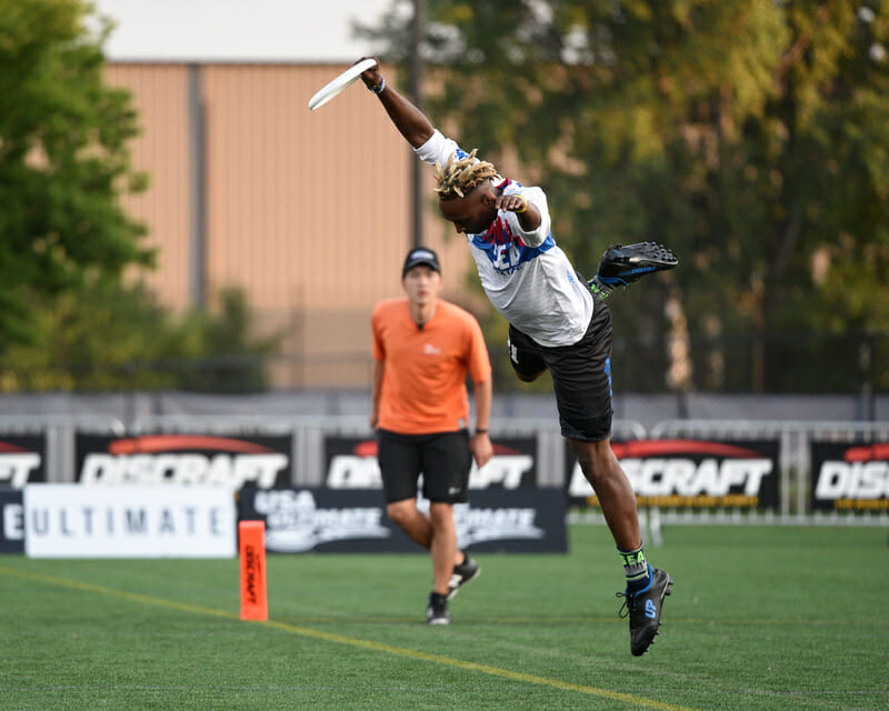 Mixtape's Jesse Bolton works some fancy footwork t stay in bounds during the semifinals of the 2019 US Open. Photo: Jolie J Lang -- UltiPhotos.com