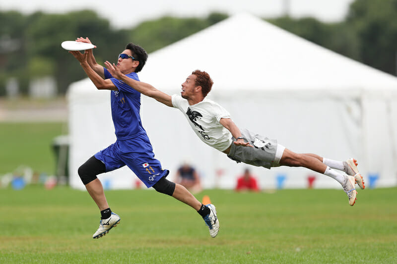 Sockeye's Trent Dillon shows off impressive lay out form as he attempts a block against Buzz Bullets at the 2019 US Open. Photo: Alec Zabrecky -- UltiPhotos.com