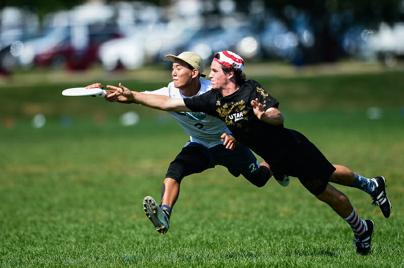 Isaac Lee of the Foggy Bottom Boys makes the catch in front of a bidding Utah Swam defender at the 2019 Youth Club Championships. Photo: Kevin Leclaire -- UltiPhotos.com
